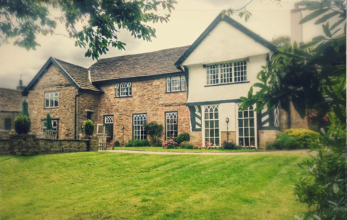 A Country Retreat for an Archaeologist: Sutton Hall, Macclesfield, Cheshire, UK
