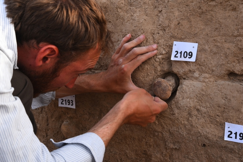 Excavating inscribed cones from the walls of the temple (Tello-Girsu Project, Iraq Scheme, The British Museum)