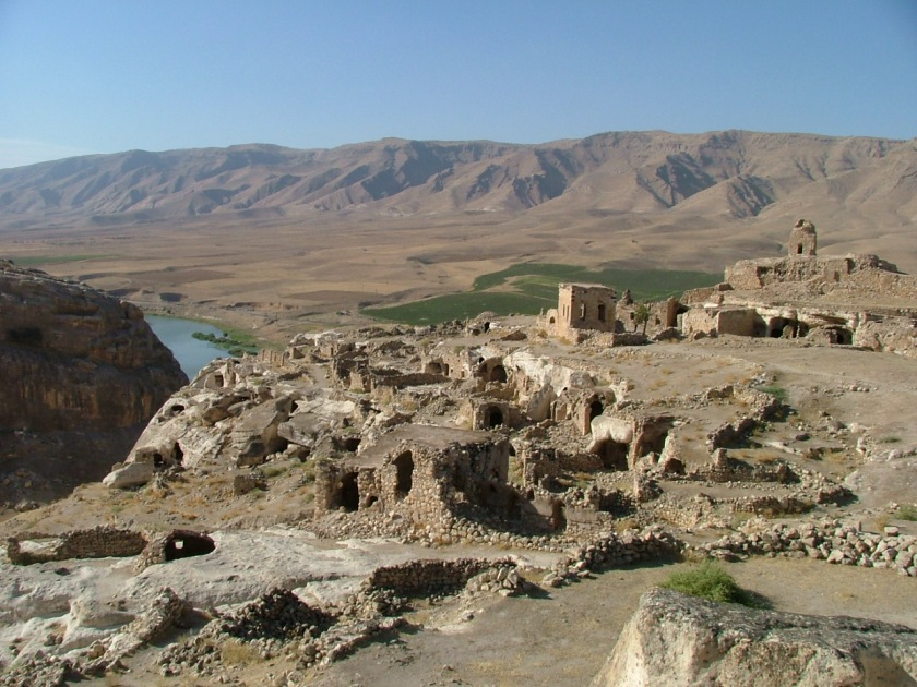 The 'citadel_ of Hasankeyf (Photo by Anthony Comfort 2005)
